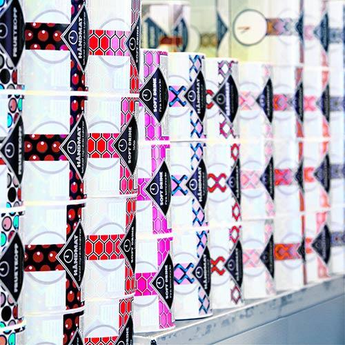 Fargerike etiketter i stabler, produsert av Ellco Etikett for OsloLunsj.